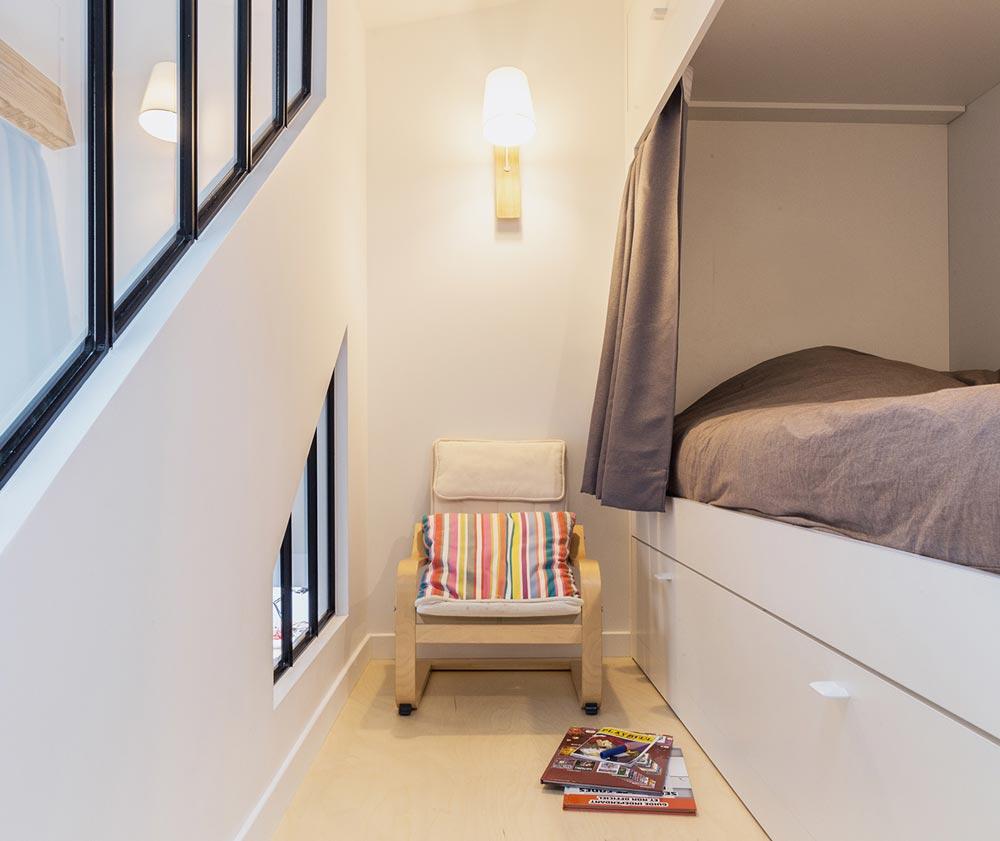 Chambre dans un loft au style industriel