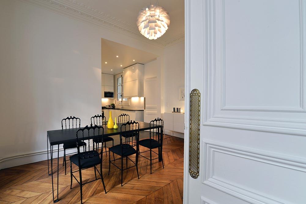 Salle à mangé décoré dans un appartement haussmannien