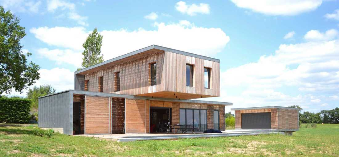 Contemporary wood and concrete house in the Rhône area